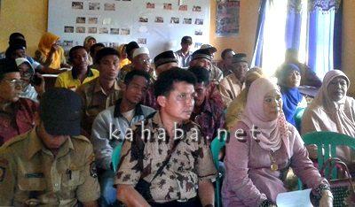 Pertemuan bahas masalah pupuk di UPTD Pertanian Wawo. Foto: Firman