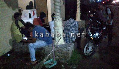 Suasana didepan Kantor sat Narkoba usai penangkapan 6 warga yang konsumsi Sabu-sabu. Foto: Bin