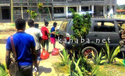 Tiga pemuda saat amankan diri di kantor Polres Bima Kota. Foto: Deno
