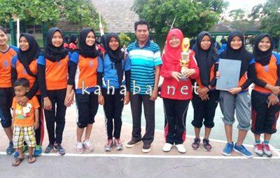 Tim Bola Voli putri SMPN 1 Kota Bima Juara Pertama Lomba HAB ke-71. Foto: Eric