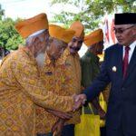 Peringatan Hari Pahlawan, Pemkab Bima Serahkan Bantuan dan Penghargaan