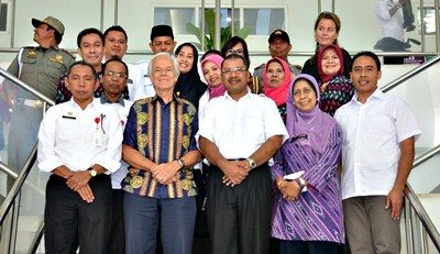 Walikota Bima foto bersama dengan jajaran IFCP di kantor Pemkot Bima. Foto: Hum