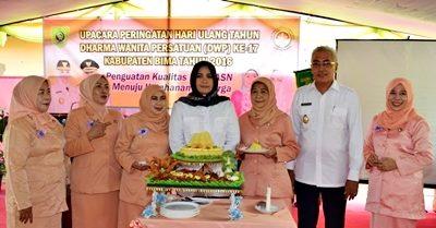 Bupati dan Wakil Bupati Bima bersama pengurus DWP. Foto: Hum