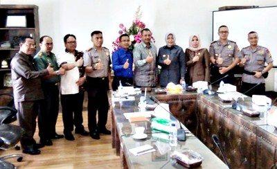 Foto bersama Walikota Bima dan Bupati Bima bersama FKPD Kota dan Kabupaten Bima usai rakor. Foto: Hum
