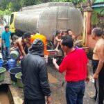 Peduli Korban Banjir, Lutfi Distribusi Air Bersih dan Nasi