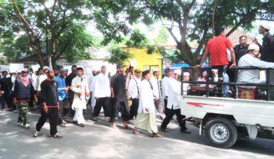 Ormas Islam Bima saat aksi Desak tangkap Ahok. Foto: Ady