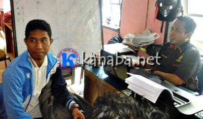 Ikbal saat berada di ruangan Sat Reskrim Polres  Bima Kota. Foto: Deno