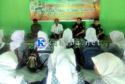 Jajaran Kejari Bima saat melaksanakan kegiatan Jaksa Masuk Sekolah (JMS). Foto: Ompu