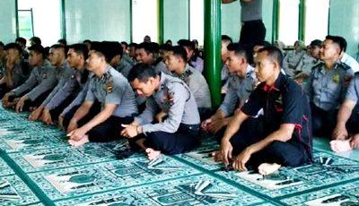 Jajaran Polres Bima Kota saat menghadiri acara Maulid Nabi Muhammad SAW. Foto: Dok. Hum Polres Bima Kota