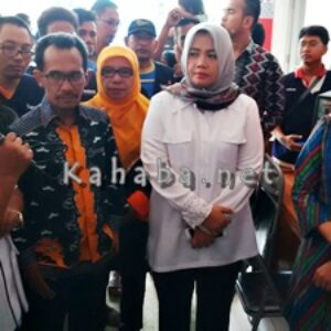 Menteri Sosial Jenguk Pasien Korban Banjir Bima