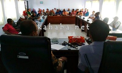 Pertemuan Anggota DPRD Kota Bima denga warga BTN Gindi dan Dinas terkait bahas tower. Foto: Bin