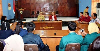 Pertemuan Bupati Bima bersama mahasiswa 4 Perguruan Tinggi. Foto: Hum