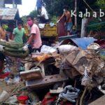 Angkut Sampah Banjir, Warga Patungan Sewa Truk