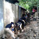 Camat, Lurah dan Praja IPDN Bersih-Bersih Sisa Banjir
