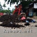 Truk tak Kunjung Datang, Warga Buang Sampah Ditengah Jalan