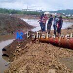 Kesal Banjir Meluap Lagi, Warga Dara Bongkar Timbunan Amahami