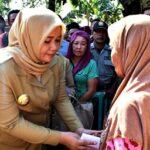 Bupati Bima Tinjau Korban Kebakaran di Kananga