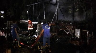 Satu Rumah Panggung di Monggonao Terbakar