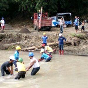 Pasca Banjir, PLN Bima Perbaiki Jaringan Listrik