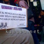 Proyek Drainase Minim Dana, Warga Dara Galang Sejuta Koin