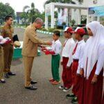 Wawali Bima Serahkan Bantuan Pendidikan dari BNPB