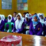 Mahasiswa STIKES Yahya KKN Terpadu di Desa Roka