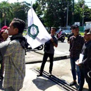 Demo di Polda NTB, Mahasiswa Bima Minta Selvydan EW Dipecat