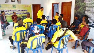 Kegiatan Review RPJMDes dan RKPDes di Kantor Desa Oi Bura