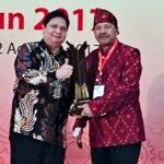Walikota Bima Terima Penghargaan Upakarti dari Menteri Perindustrian