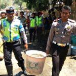 Sat Lantas Polres Bima Salurkan Air Bersihdi Wilayah Kekeringan