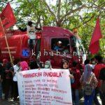 Demonstrasi, LMND Bima Tahan Mobil Tangki