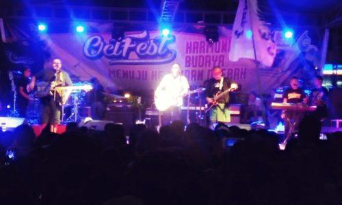 La Hila Band Tampil di Kampung Sendiri, Penontonnya Rameee..!