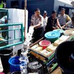 Gunakan Mobil Water Canon, Polsek Asakota Bantu Air Bersih Warga