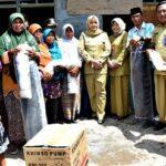 Kunjungi Nelayan di Monta dan Langgudu, Bupati Bima Serahkan Bantuan