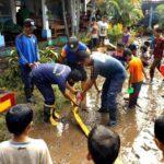 FTSB Bersihkan Lumpur Sisa Banjir di SDN 67 Kota Bima