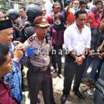 Temui Mahasiswa, Kepala Distanbun Dikawal Polisi Bersenjata