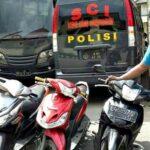 Grebek Rumah Terduga Bandar Narkoba, Polisi Amankan Motor Hasil Curanmor