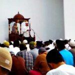 Sholat Gerhana di Masjid Terapung Dipadati Ribuan Warga