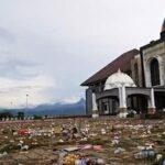 Sampah Berserakan Usai Acara Syukuran Dinda-Dahlan, Relawan Jao dan IKA 10 Makassar Bantu Bersih-Bersih