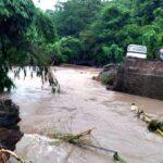 Banjir, Jembatan di Desa Kananta Soromandi Putus