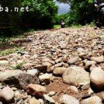 Di Desa Riamau, Jalannya Masih Rusak dan Berbatu