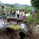 Jembatan Desa Nggelu Putus, Aktifitas Warga Terhambat