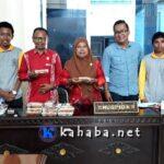 Mahasiswa STKIP Bima Jual Kue Untuk Modal KKN