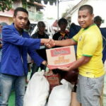 STIE Bima Bawa Bantuan Korban Banjir di Dompu