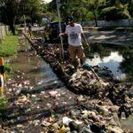 Sampah Penyebab Air Meluap Di Cabang Kantor Walikota Bima