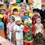 Peringati Hari Kartini dan Hardiknas, PAUD TK Kusuma Bangsa Gelar Festival Busana Daerah