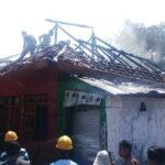 Rumah Kades Raba Wawo Ludes Terbakar