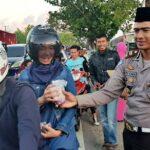HUT Bhayangkara, Polres Bima Bagi-Bagi Takjil
