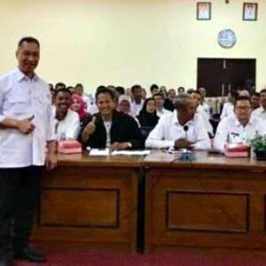 HM Syafrudin Beri Motivasi Kades dan Lurah di Sumbawa