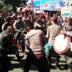 Paguyuban TNI-Polri Sasak Antraksi Gendang Beleq Saat Pawai HUT Bima